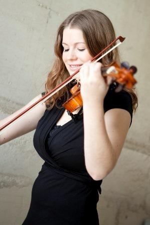 Theresa Lier mit Geige - Kopie