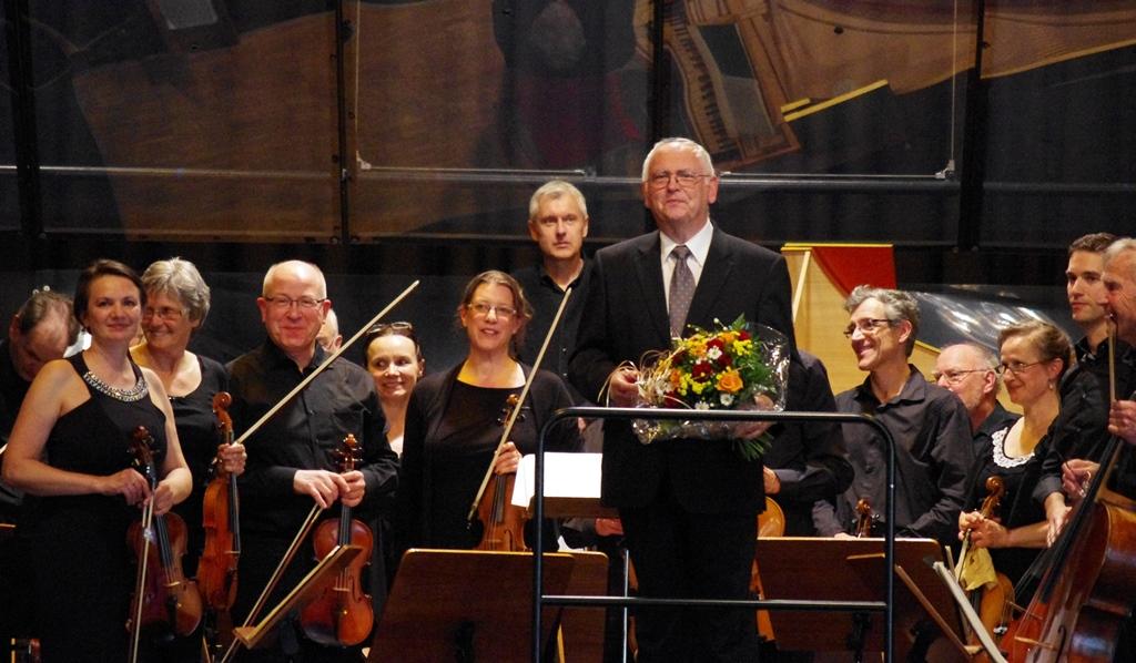 Konzertmeisterin Tatjana Betz (links) und Dirigent Rolf Beitzel